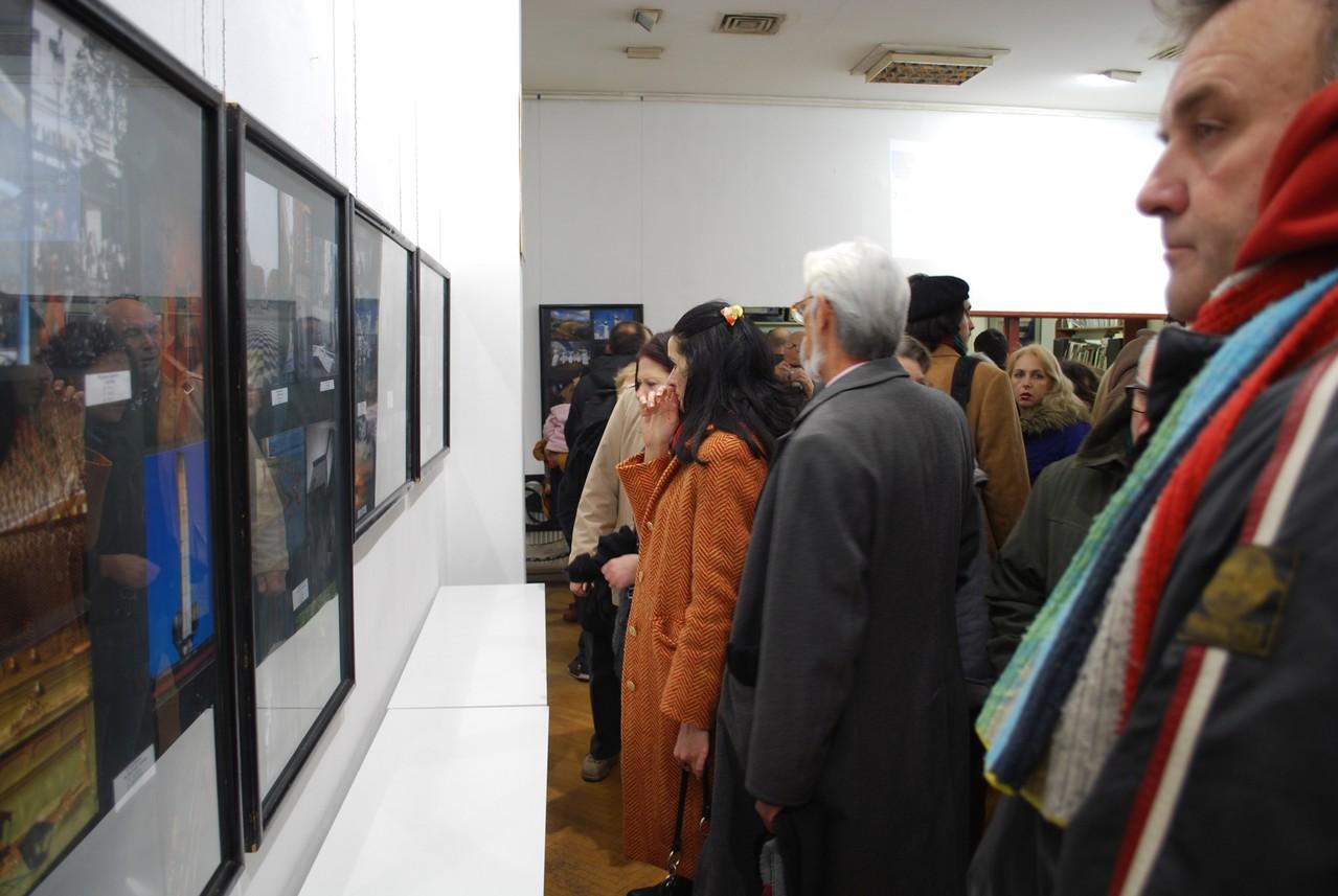 A FKVSV újvidéki Fotóklub kiállításának megnyitója a Nemzetközi Fesztivál keretén belül a klub Galériájában