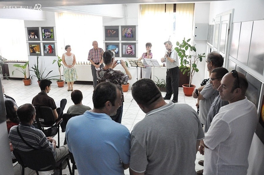 Vernisajul expoziţiei Grupului Fotografic Târgovişte - 2011, la Galeria Euro Foto Art - 31 iulie 2013