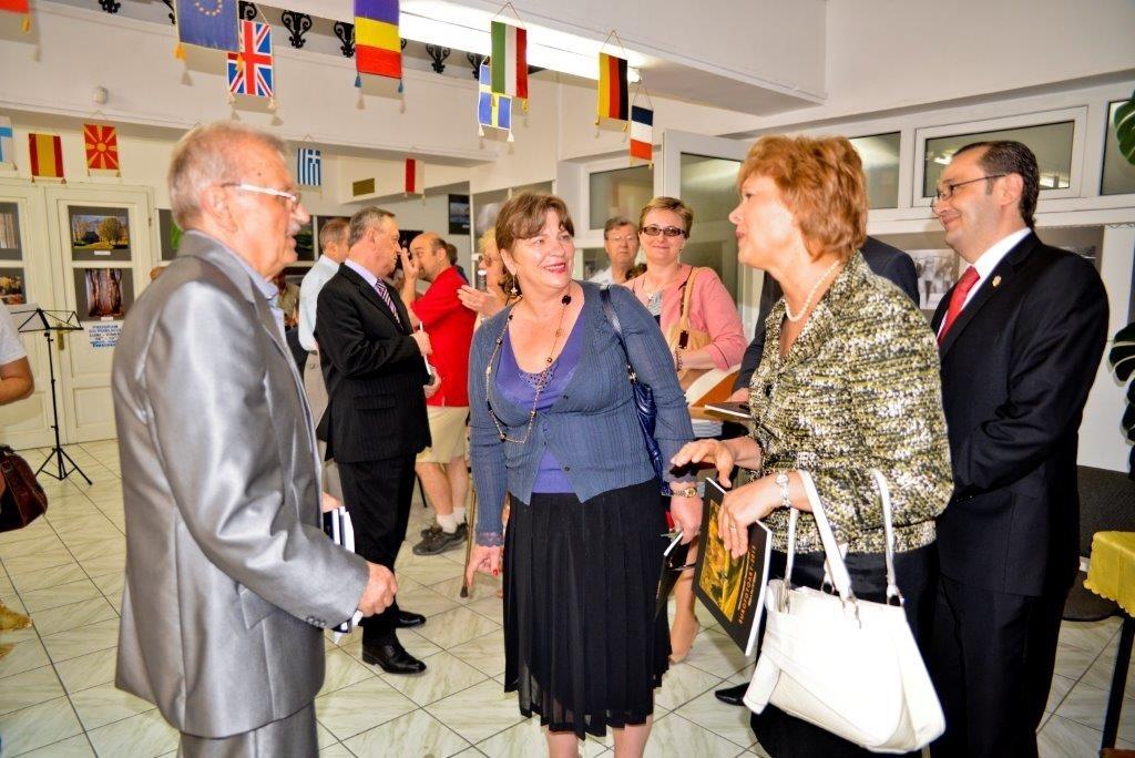 Különleges személyiségek részvétele az Eurofotart Nemzetközi Szalon megnyitóján a Nagyváradi Euro Foto Art Galériában, 2013 május  9-én