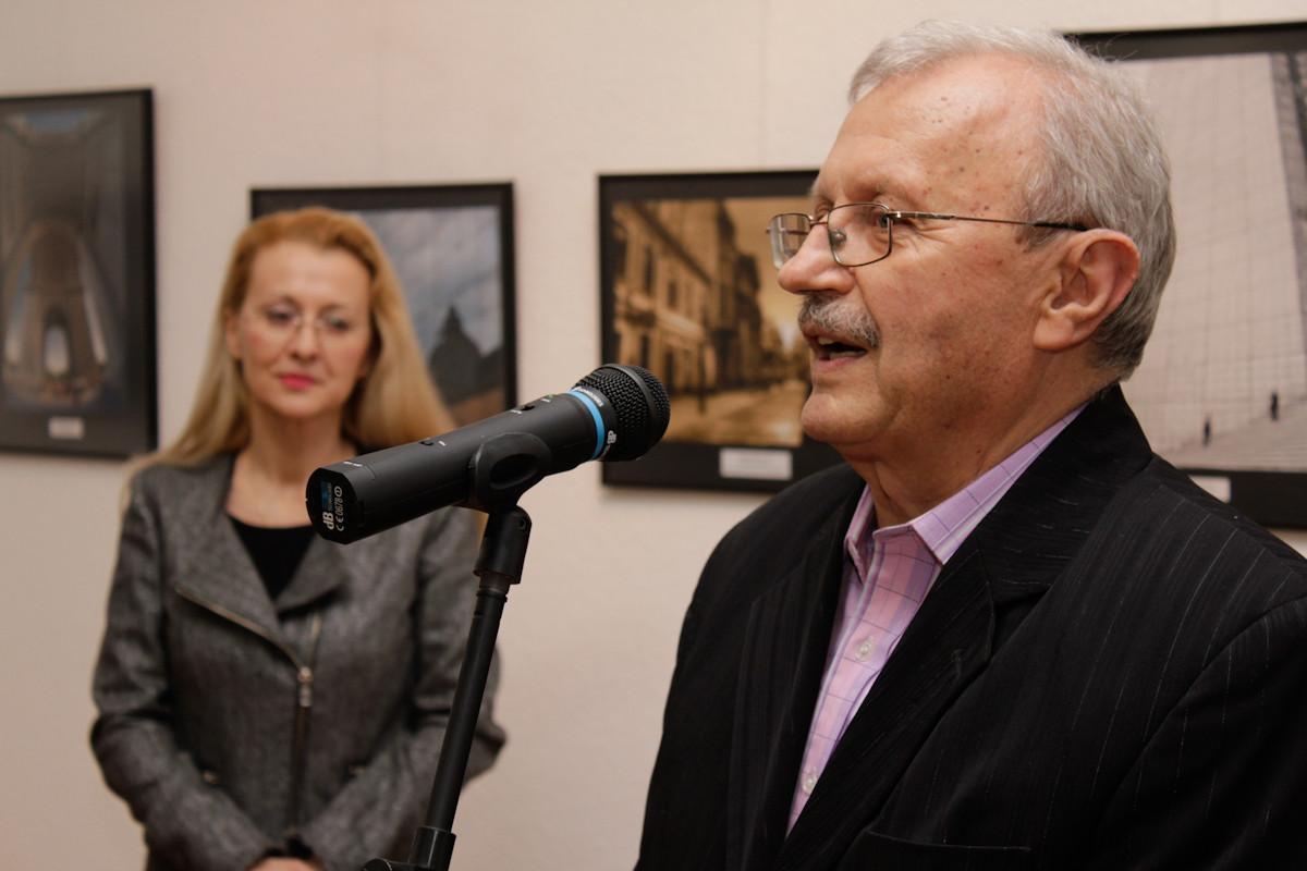 """Ştefan Tóth AFIAP preşedintele Clubului Fotografic """"Nufărul"""" şi al Asociaţiei """"Euro Foto Art"""" din Oradea."""