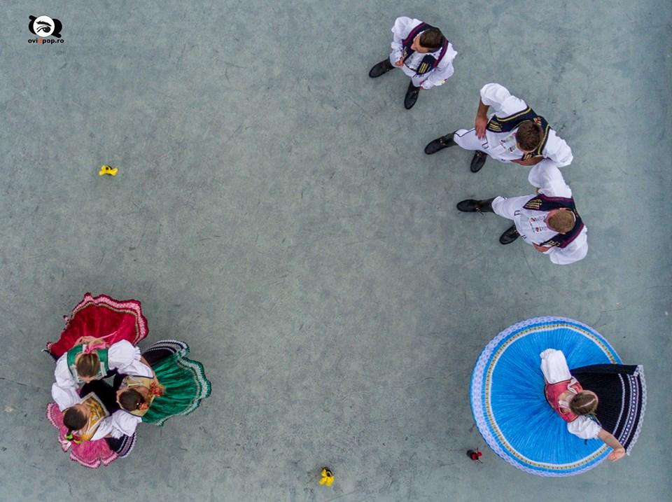Fotóalkotói mühely a nyári szinház szinpadán (szlovák népi tánc)