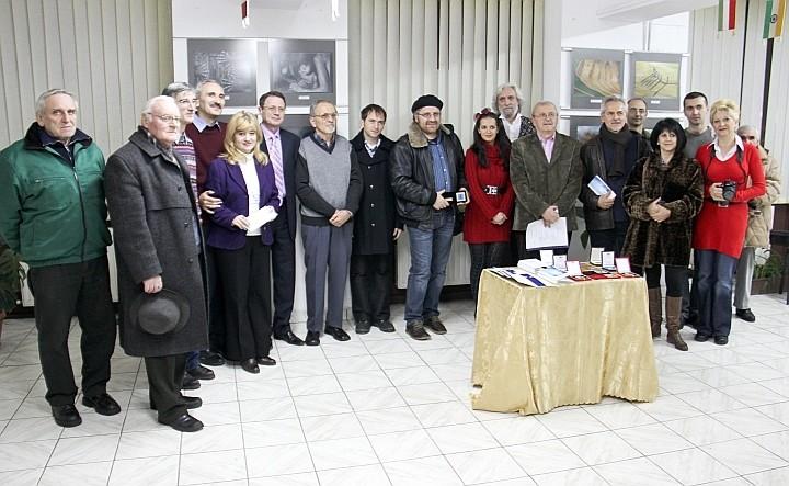 Fotografie de grup în amintirea vernisajului