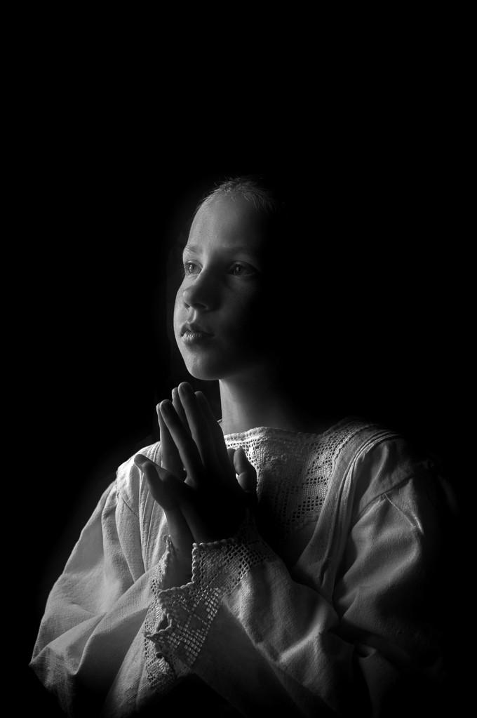 Plaket-Gheorghe Petrila EFIAP (RO) - Praying/Rugăciune/Ima