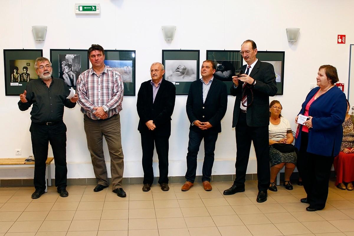 A Bihar- Hajdu Bihar Eurórégió fotóművészek kiállításának megnyitója Debrecenben  2013 október 29-én