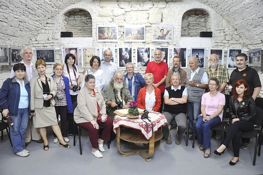 Adela Lia Rusu AFIAP nagyváradi fotóművész egyéni kiállításának megnyitója a Kolozsvári Stars Galériában, 2013 július 5-én
