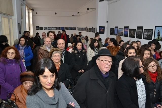 """Vernisajul Expoziţiei membrilor """"China Photo Network"""" Online la Tecuci."""