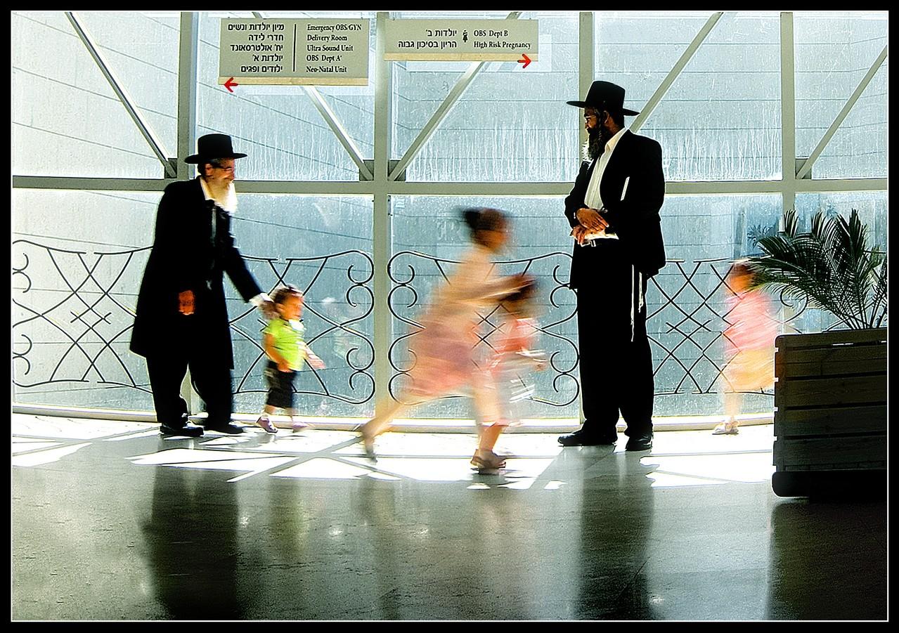 Premfoto 2012 - Leonid Goldin  AFIAP (Israel) - Fathers and Children - Părinţi şi copii