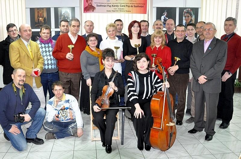 Az első Szathmári Pap Károly Nemzetközi Fotográfiai Fesztivál záró ünnepsége a Nagyváradi Euro Foto Art Galériában 2013 február 10-én