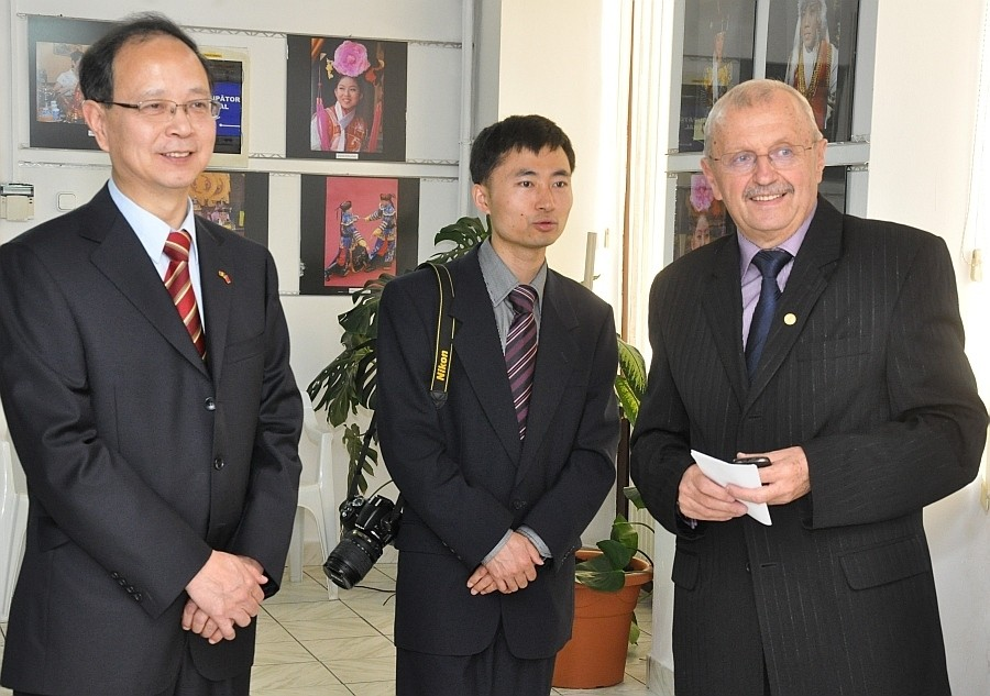 Kínai küldötség részvétele a Nagyváradi Euro Foto Art Galériában 2013 október 8-án