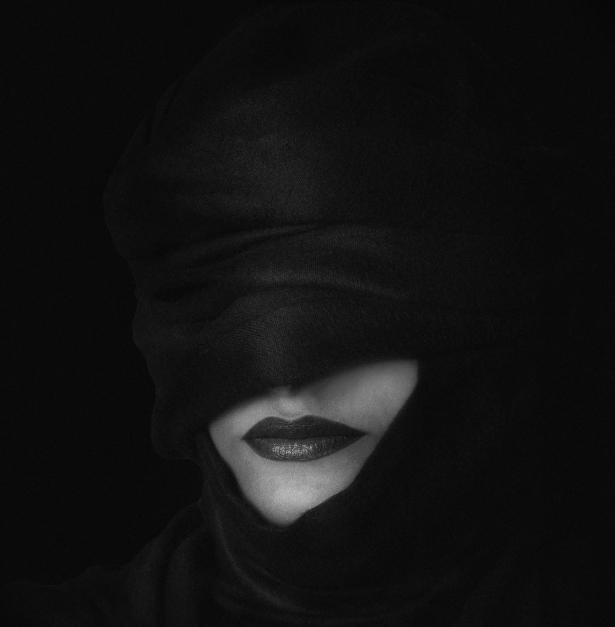 Zahra AlKhawaher (Saudi Arabia)- Woman in black scarf (1)