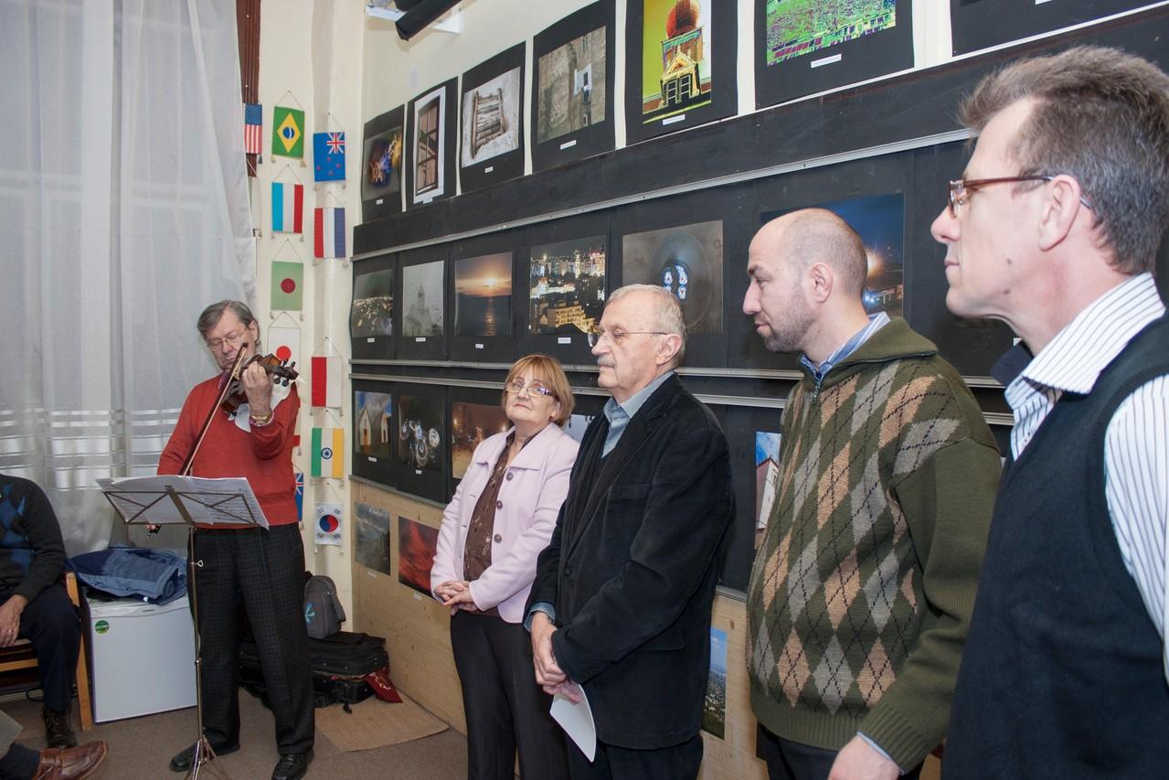 Bebütáló végzős F csoportjának záró kiállítása a Fekete Sas Palota Studió Galériájában 2013 november 30-án
