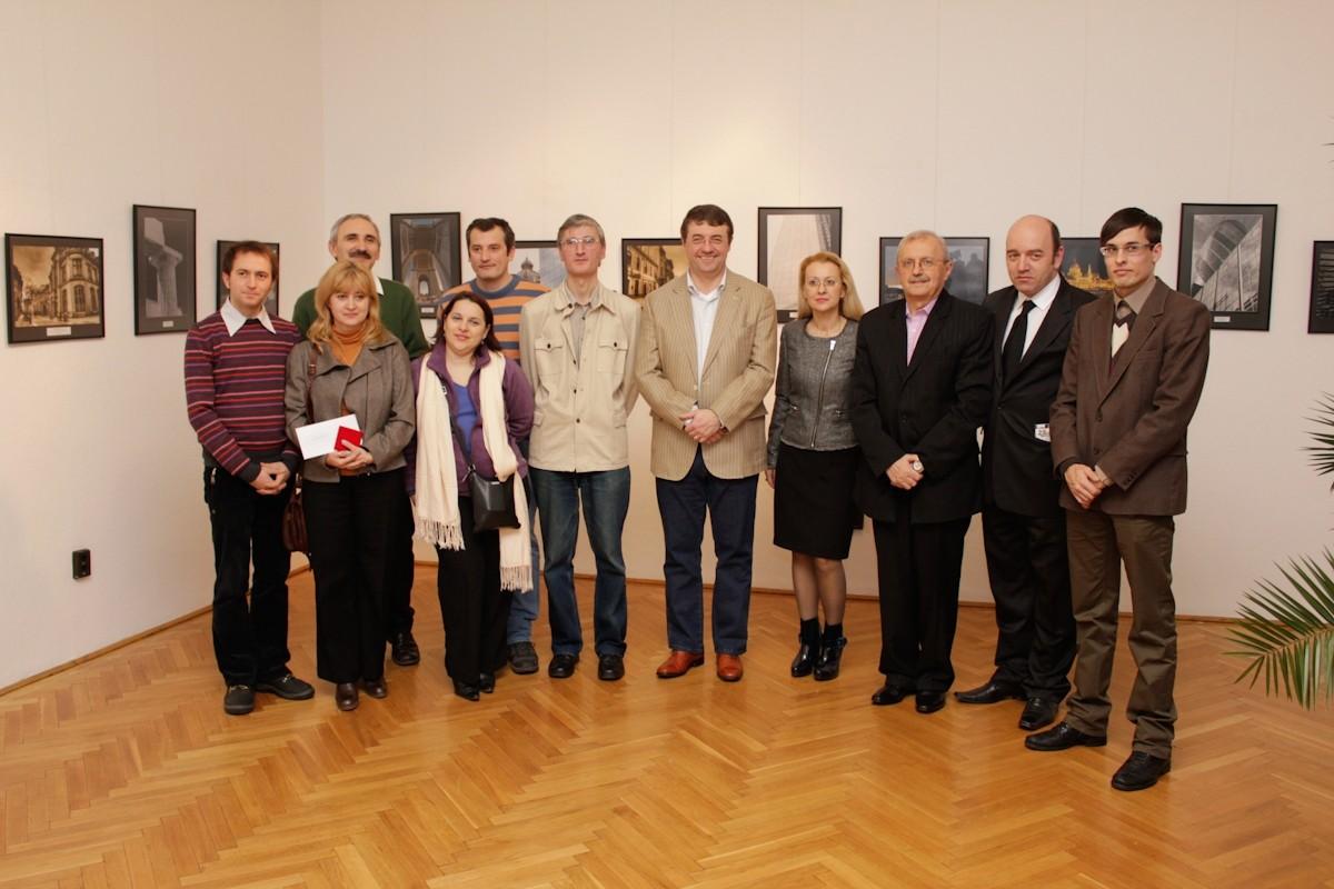 Nagyváradi fotóművészek Őexcelenciája Victor Alexandru Micula, Románia Magyarországi Nagykövete és Gaberiela Matei követ tanácsos és  a Budapesti Román Kultúrális Intézet igazgatójával