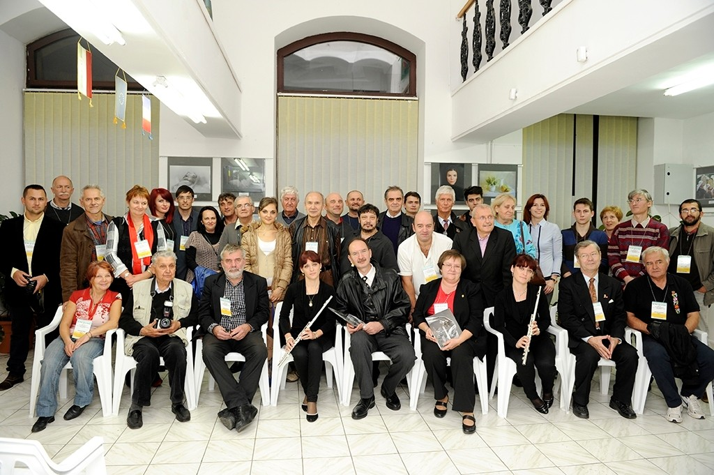 Ver. Expoziţiei Artiştilor Fotografi din Euroregiunea Bihor - Hajdu Bihar în Galeria Euro Foto Art - 18 octombrie 2013