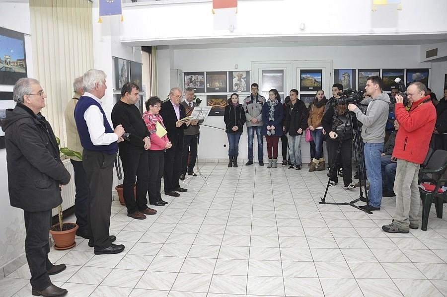 Art Image aradi nemzetközi szalon megnyitója a nagyváradi Euro Foto Art Galériában 2013 március  2-én