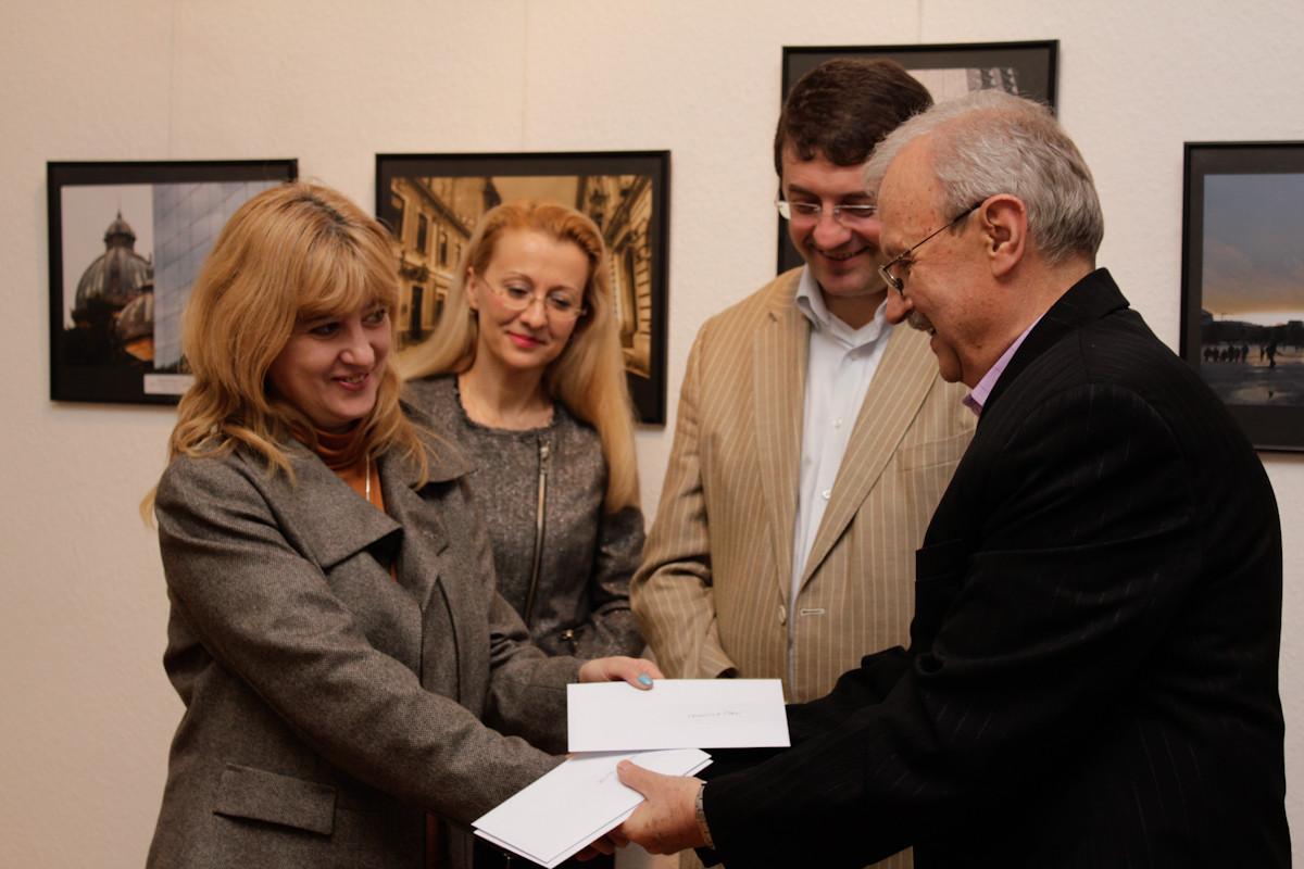 Valentina Stan premiată al Salonului Internaţional