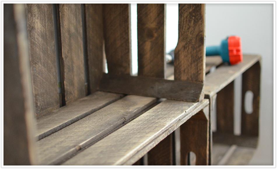 kleiderschrank aus obstkisten felicity diy blog. Black Bedroom Furniture Sets. Home Design Ideas