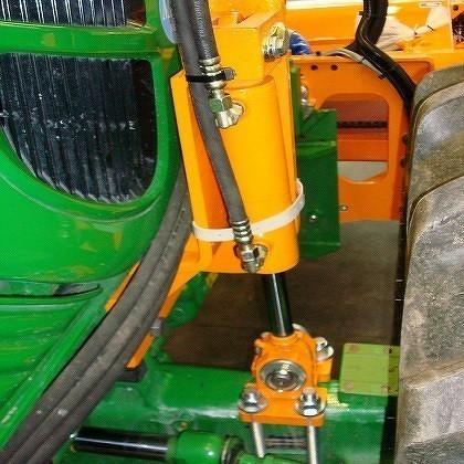 Supporto perno per i trattori che sono dotati di braccio anteriore