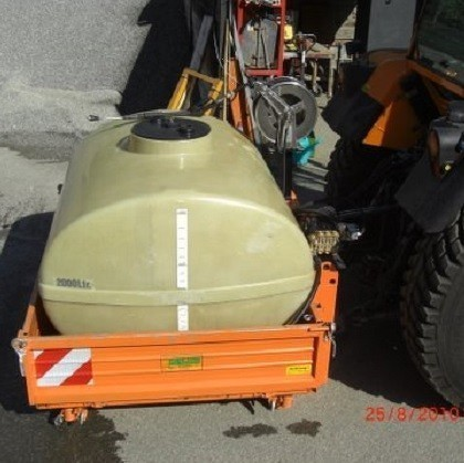 Supporto assi per trattori dotati di falciatrice frontale