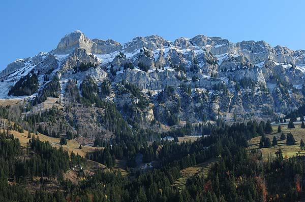Eindrucksvolles Bergmassiv im Kandertal