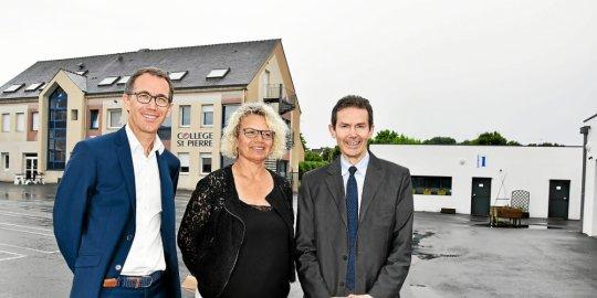Catherine Croq, nouvelle directrice, entourée de Benoît Tanneau et de Patrick Lamour, directeur diocésain.