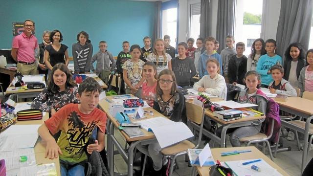 Au collège Saint-Pierre, Benoît Tanneau dans une classe de sixième.
