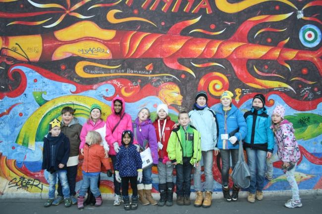 Die Kinder der JCI-Tagungsteilnehmer mit uns auf Street Art Tour durch Berlin.