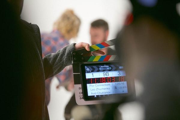 Unsere Filmemacher*innen und Fotograf*innen fangen Stimmungen hautnah und authentisch ein und bewahren Ihnen faszinierende Momente.