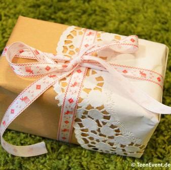 Geschenk mit Tortenpapier