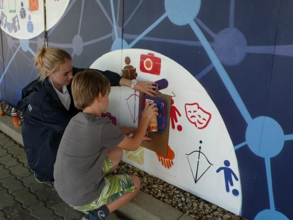 MZ: Mit dem Kunstwerk wird die Unternehmensgeschichte kreativ dargestellt