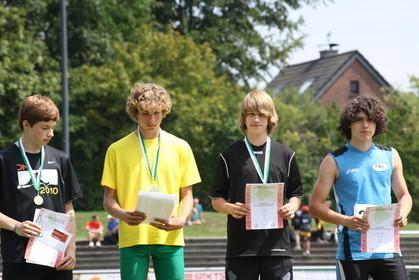Nordrheinmeisterschaften 2011 / Siegerehrung Dreisprung / 3ter Platz für Philipp Eßer