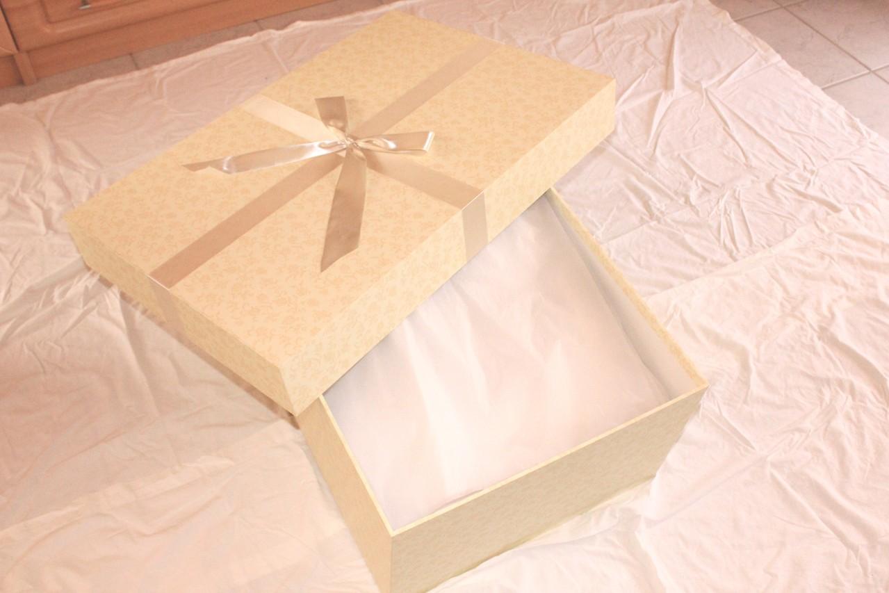 Brautkleidbox - Schritt VII - evtl. Schleier und weiteres Zubehör mit in die Box packen
