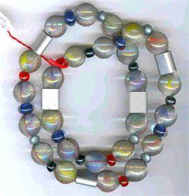 """Stoffkette """"Zartsilber"""" Stoff, Glasmurmeln & div. Materialien als Zwischenteile"""