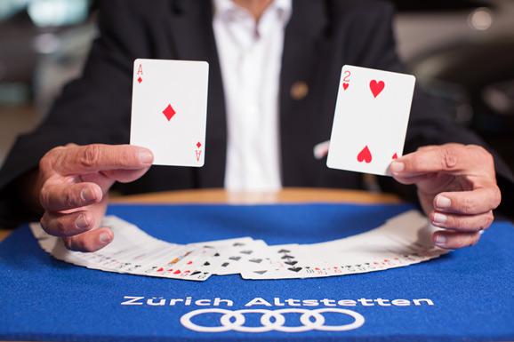 Zauberer Kartentrick