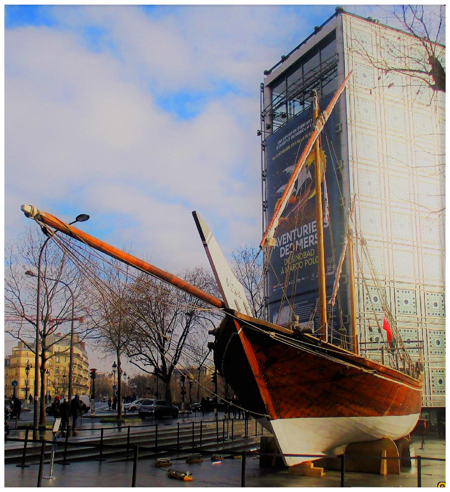 8-Devant l'IMA à Paris