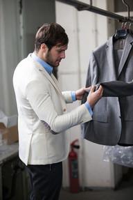スーツ買取の査定風景