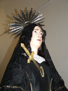 La madonna vestita di nero