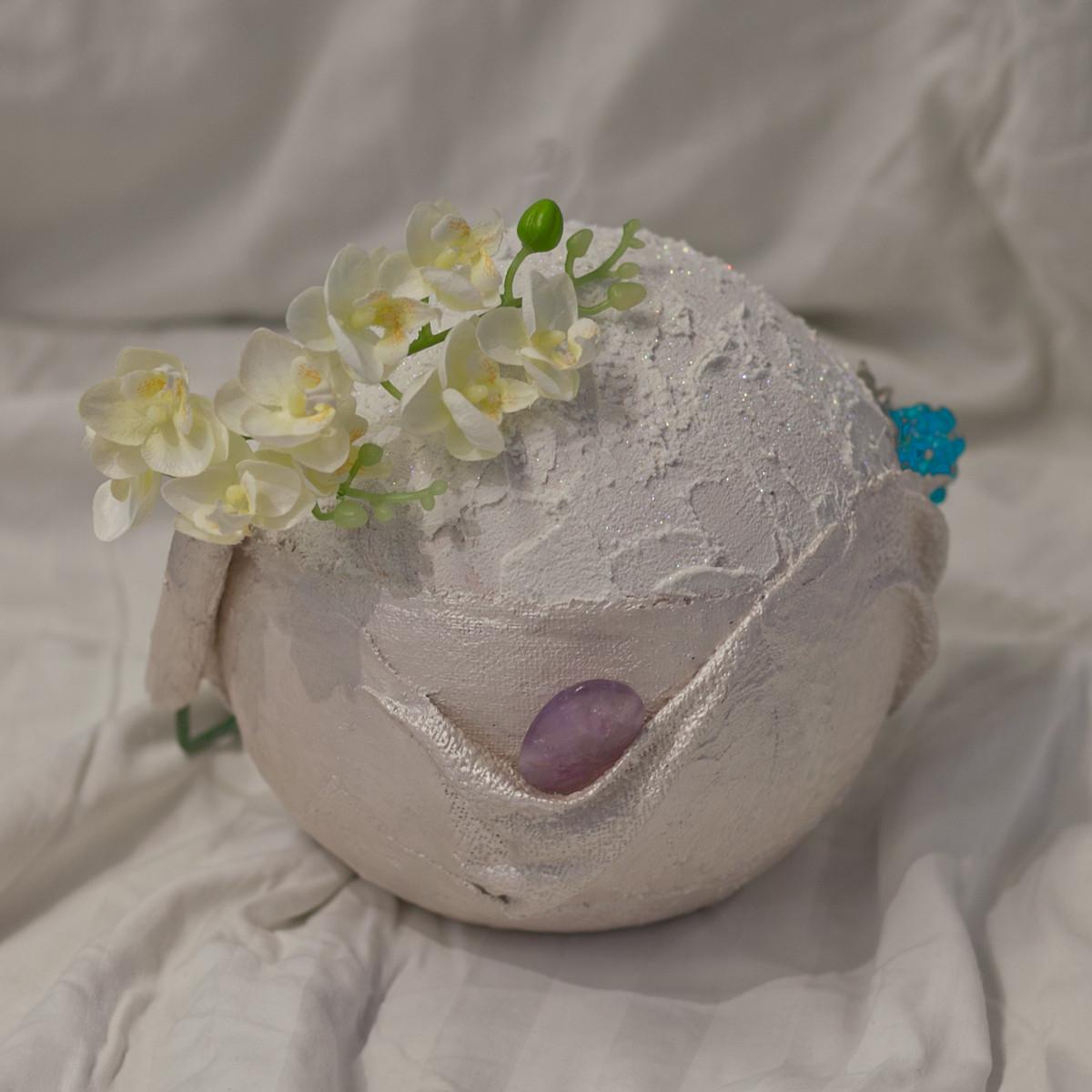 Urnen um persönliche Gegenstände für die Bestattung mitzugeben oder um die Urne zu Hause mit kleinen Erinnerungsstücken aufzubewahren