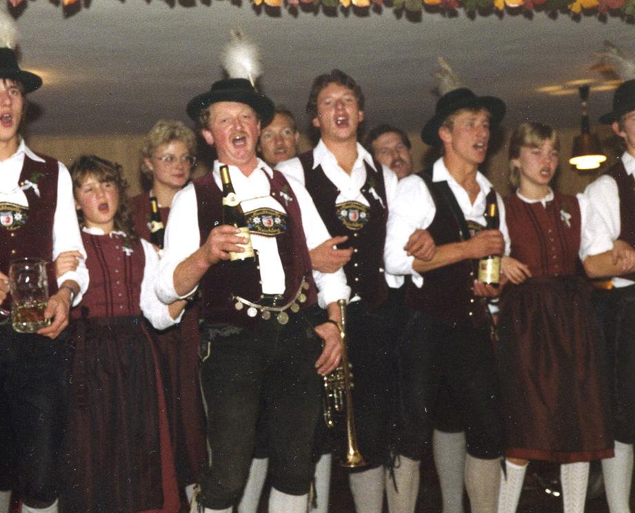 1985.10.26 Hochzeit Graf-beim Brautverziehen im Gasthaus Mitschke