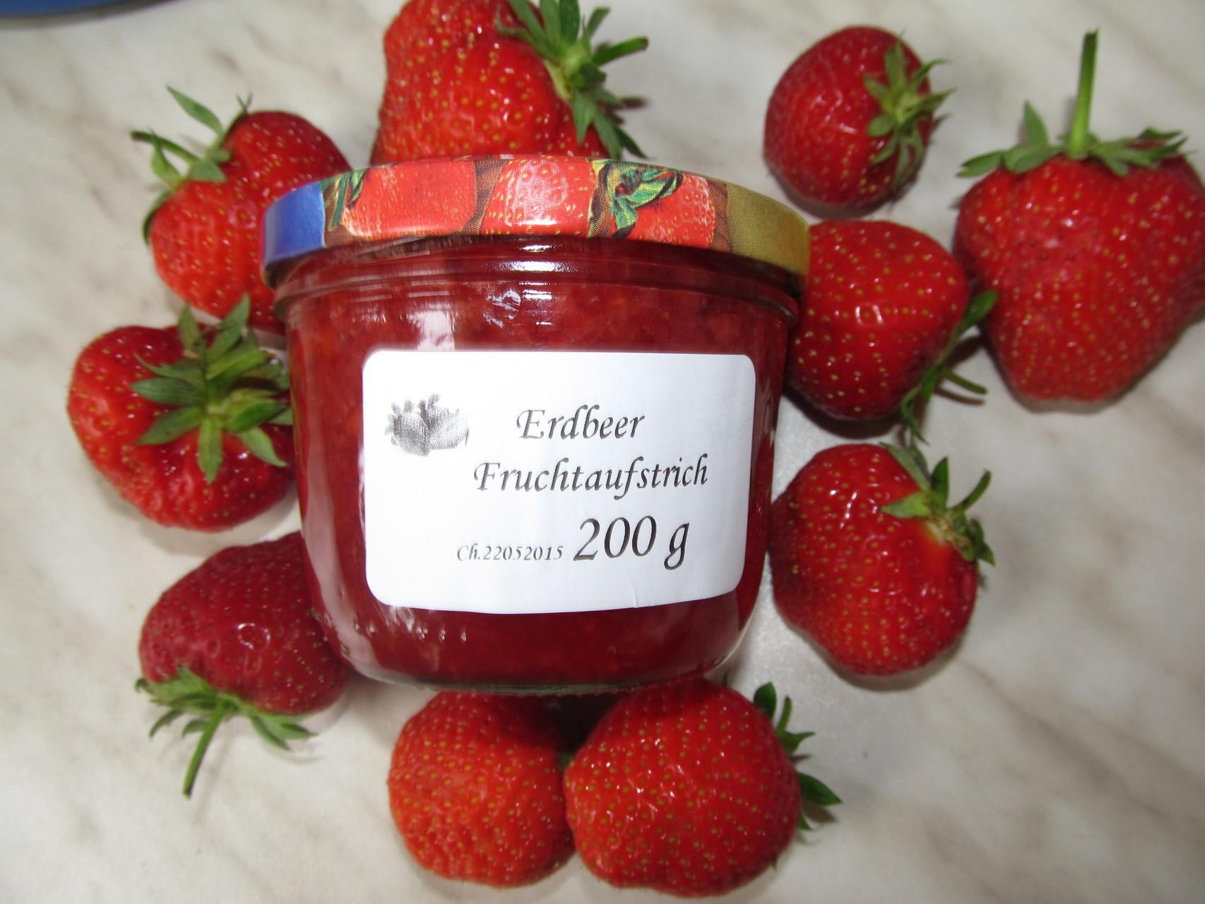 Unsere fertige Marmelade. 20 Cent Pfand gibt es bei Abgabe des leeren Glases zurück. Wir sind Bedacht auf die Umwelt.