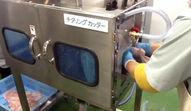 豚大腸洗浄装置の次工程チタリングカッター