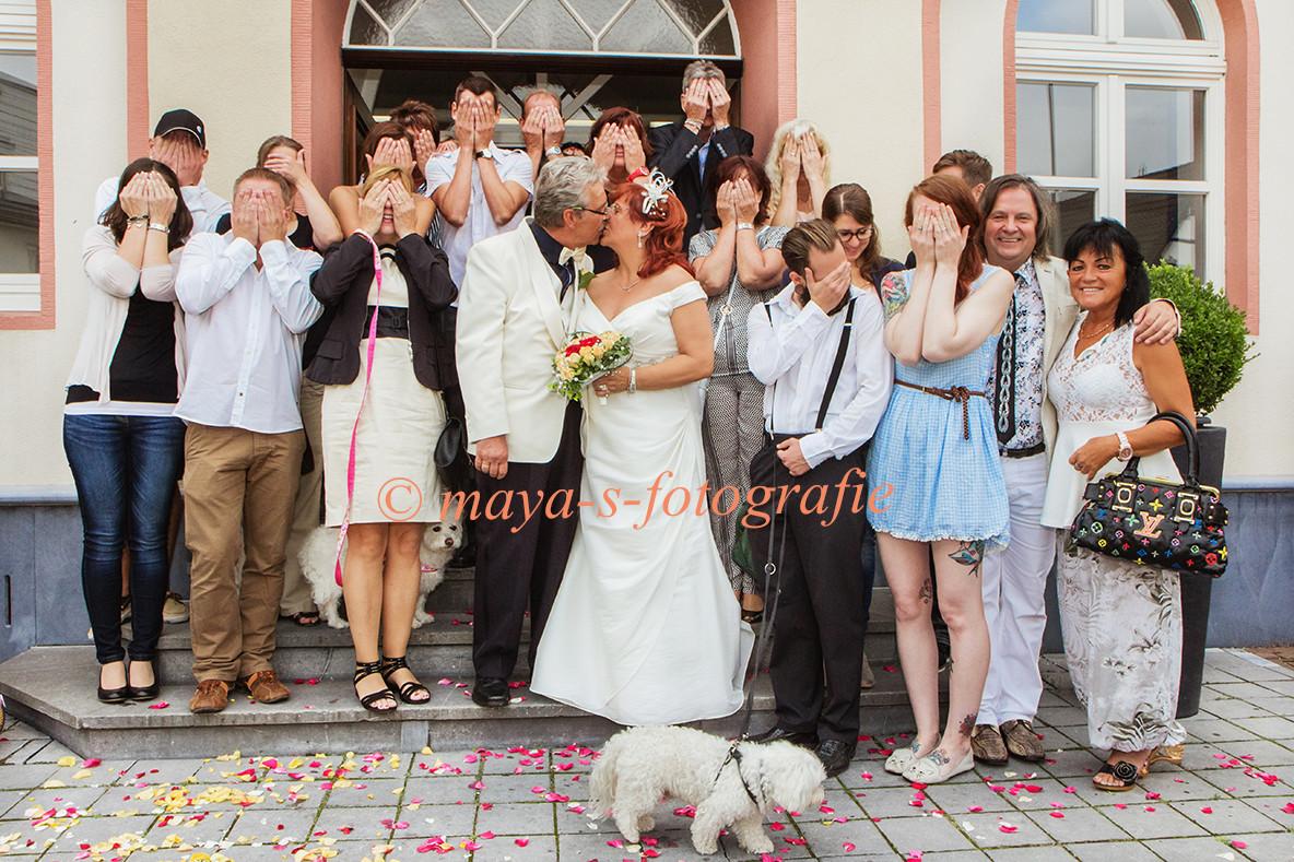 Nicht alle Brautpaare können den üblichen romantischen Hochzeitsfotos etwas abgewinnen. Und so unterschiedlich Menschen sind, so unterschiedlich sind die Geschmäcker. Das war toll.