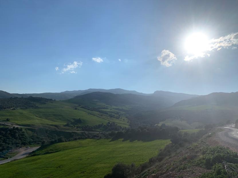 Au pied du massif de Mahouna