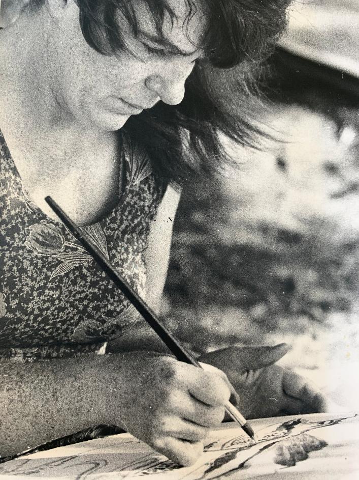 Bettina Heinen-Ayech beim Malen - Nahaufnahme, ca. 1978