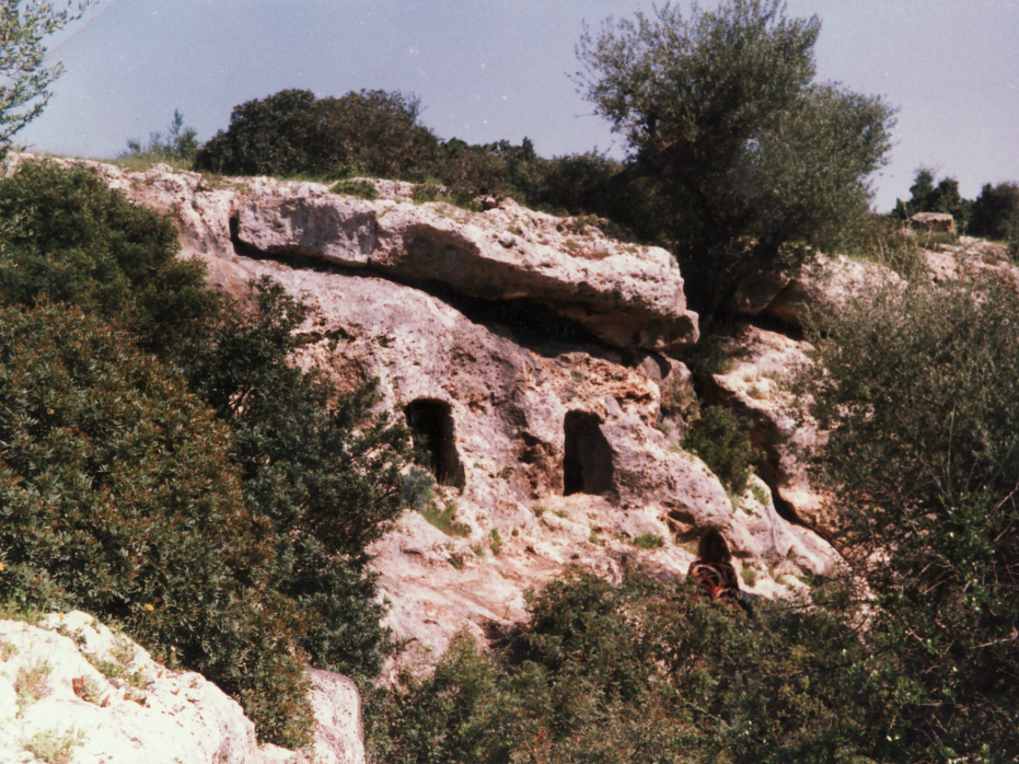 Bettina draws prehistoric caves in Roknia near Guelma
