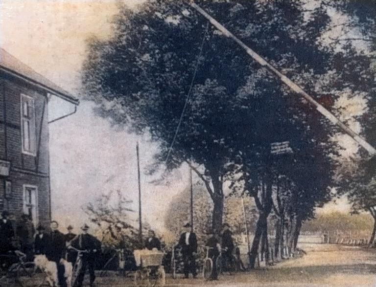"""Die Gaststätte """"Zur Lippebrücke"""" war eine Mautstation mit Schlagbaum. (Bildnachweis: Stadtarchiv Bergkamen)"""