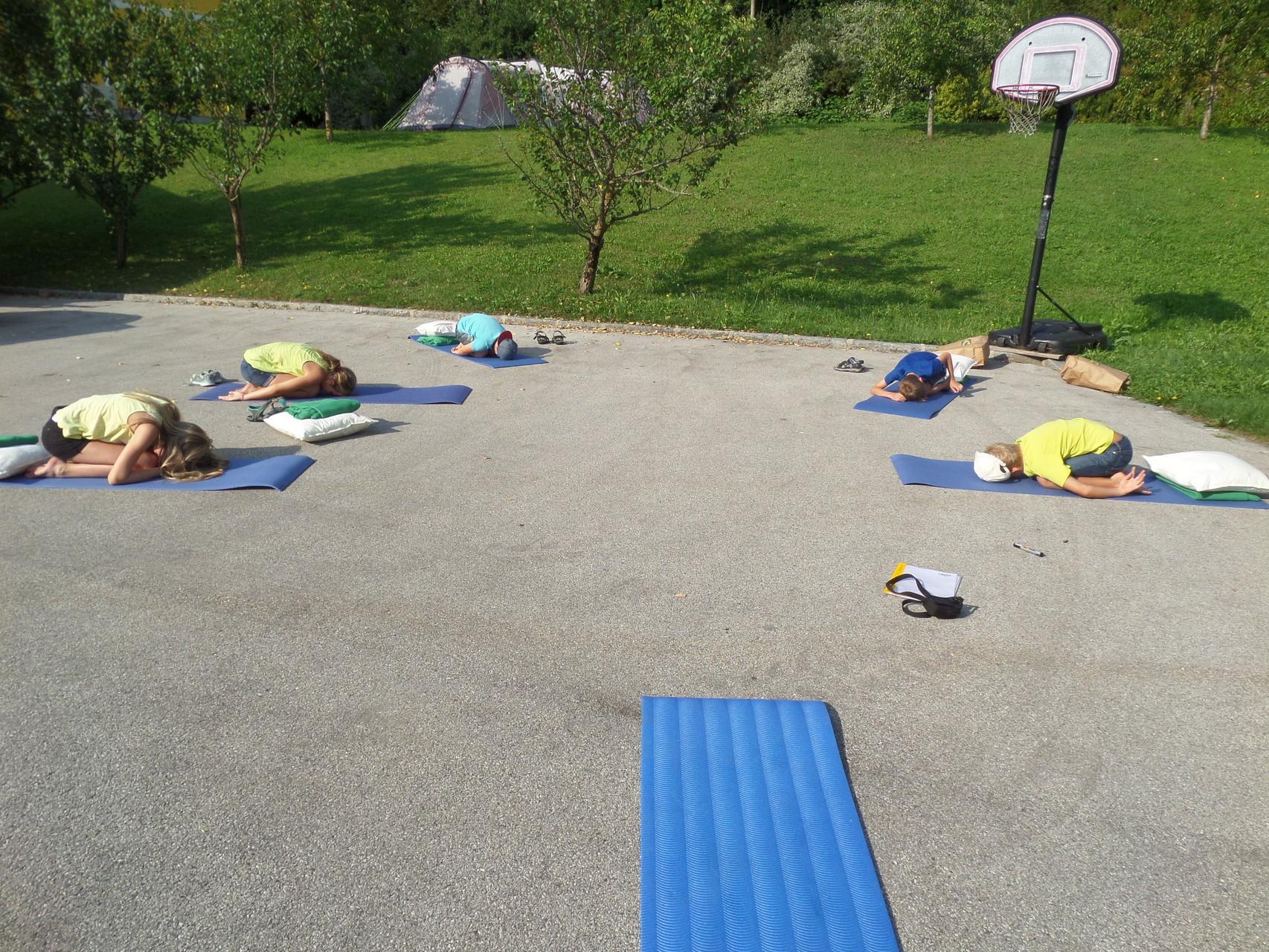 Spaß, Lachen und Freude an der Bewegung mit Kinder-Yoga
