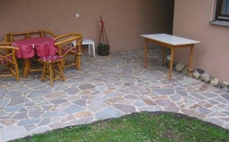 Gartenterrasse mit Porphyr-polygonalen Platten