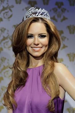 La statue de Cheryl chez Madame Tussauds porte une couronne adaptée aux circonstances.