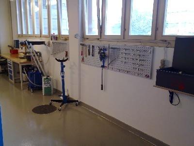 Werkzeugwand mit Teilereiniger