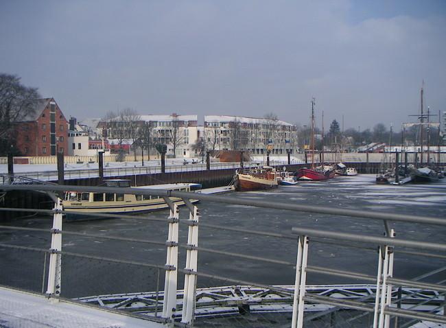 Vegesacker Hafen vereist 3
